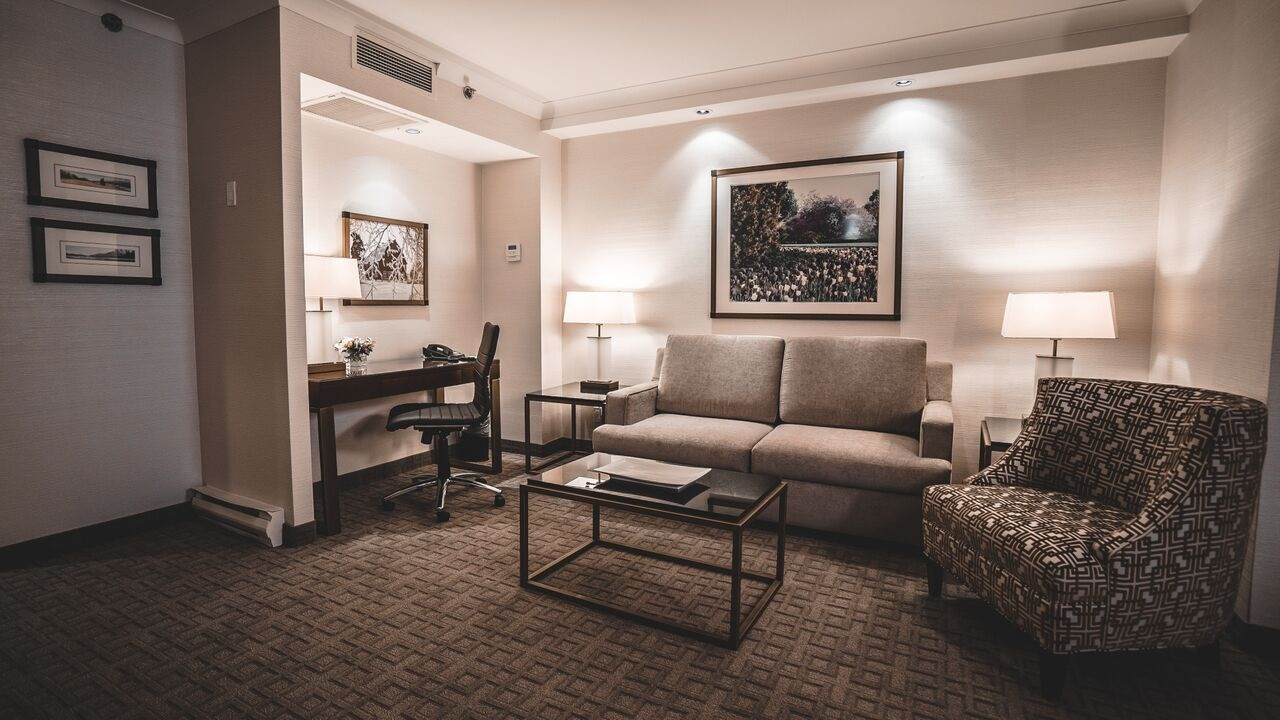 Lord Elgin Hotel Suites
