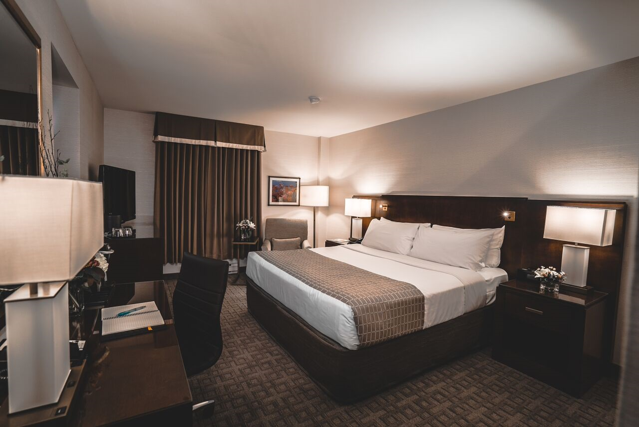 Lord Elgin Hotel Traditional Guest Rooms
