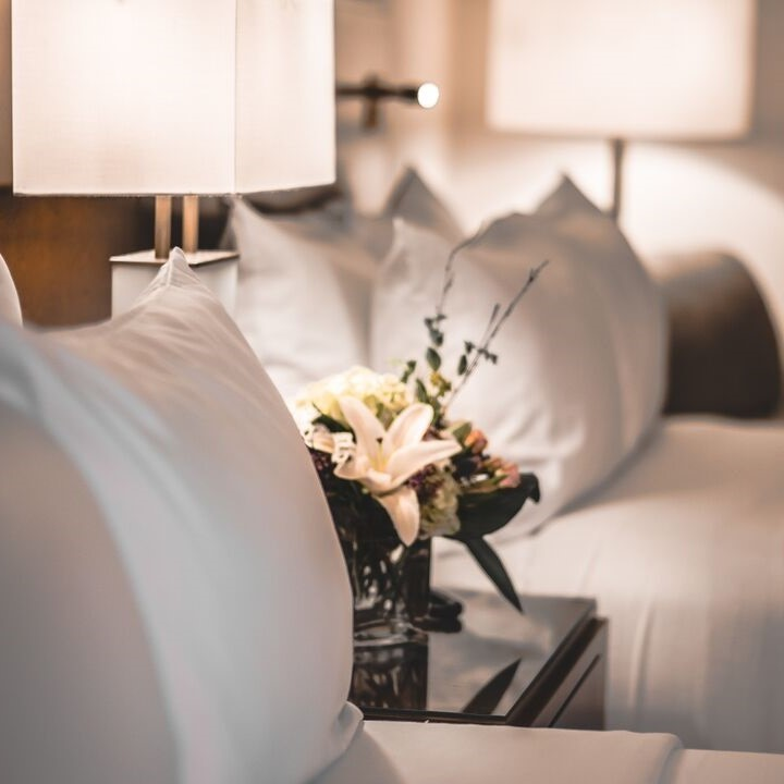 Lord Elgin Hotel Guestrooms in downtown Ottawa overlooking Confederation Park & Rideau Canal